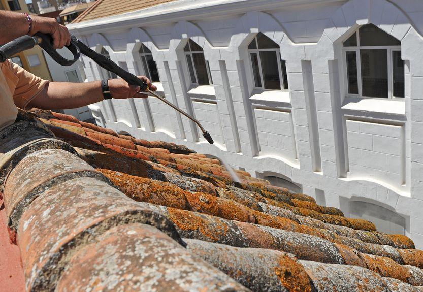 pourquoi faire nettoyer sa toiture - Le comment faire